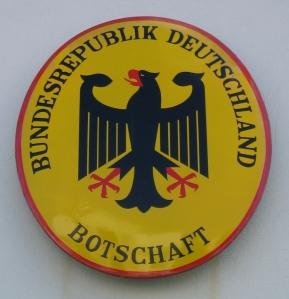 Schild-Deutsche_Botschaft